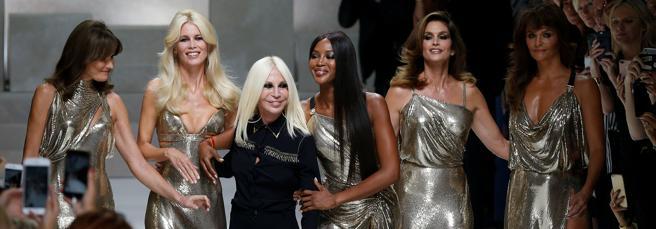 Carla Bruni, Claudia Schiffer, Donatella Versace, Naomi Campbell, Cindy Crawford e Helena Christensen