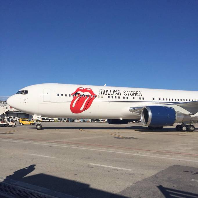 Aereo Privato Fca : Rolling stones l arrivo dell aereo privato con la