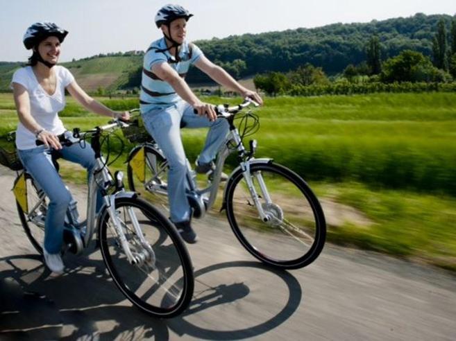 Il Touring Club torna alle origini «Prima prendete la bicicletta»