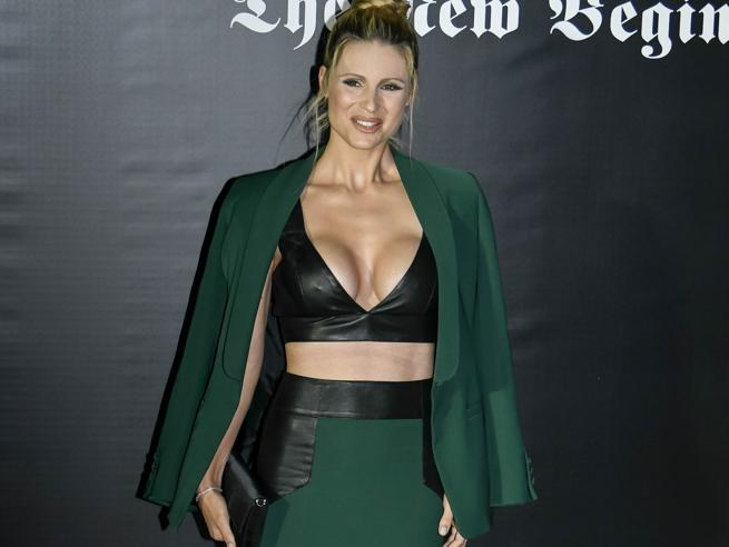 Settimana della Moda a Milano: al party di Vogue Michelle Hunziker in verde e pelle nera