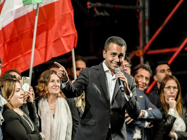 Movimento 5 Stelle: l'incoronazione gelida. E Di Maio promette a tutti «disciplina e onore»