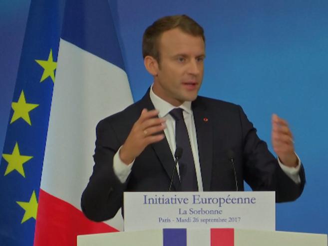 Macron alla Sorbona:  «Ufficio Ue sull'asilo». Contestato dagli studenti | Diretta live