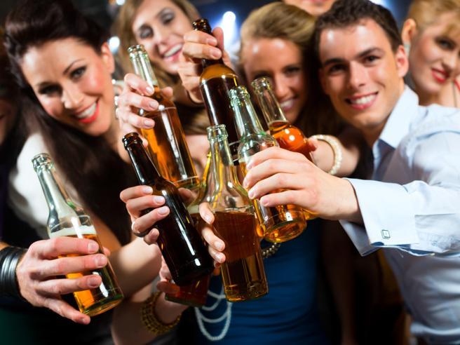 Fumo, alcol e cibi grassi: i 20 Paesicon le abitudini peggiori del mondo