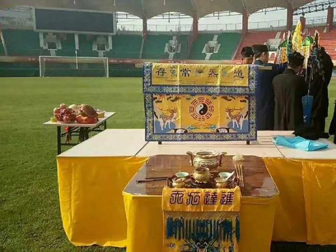 Cina, la squadra di calcio schiera i preti taoisti. E torna a vincere