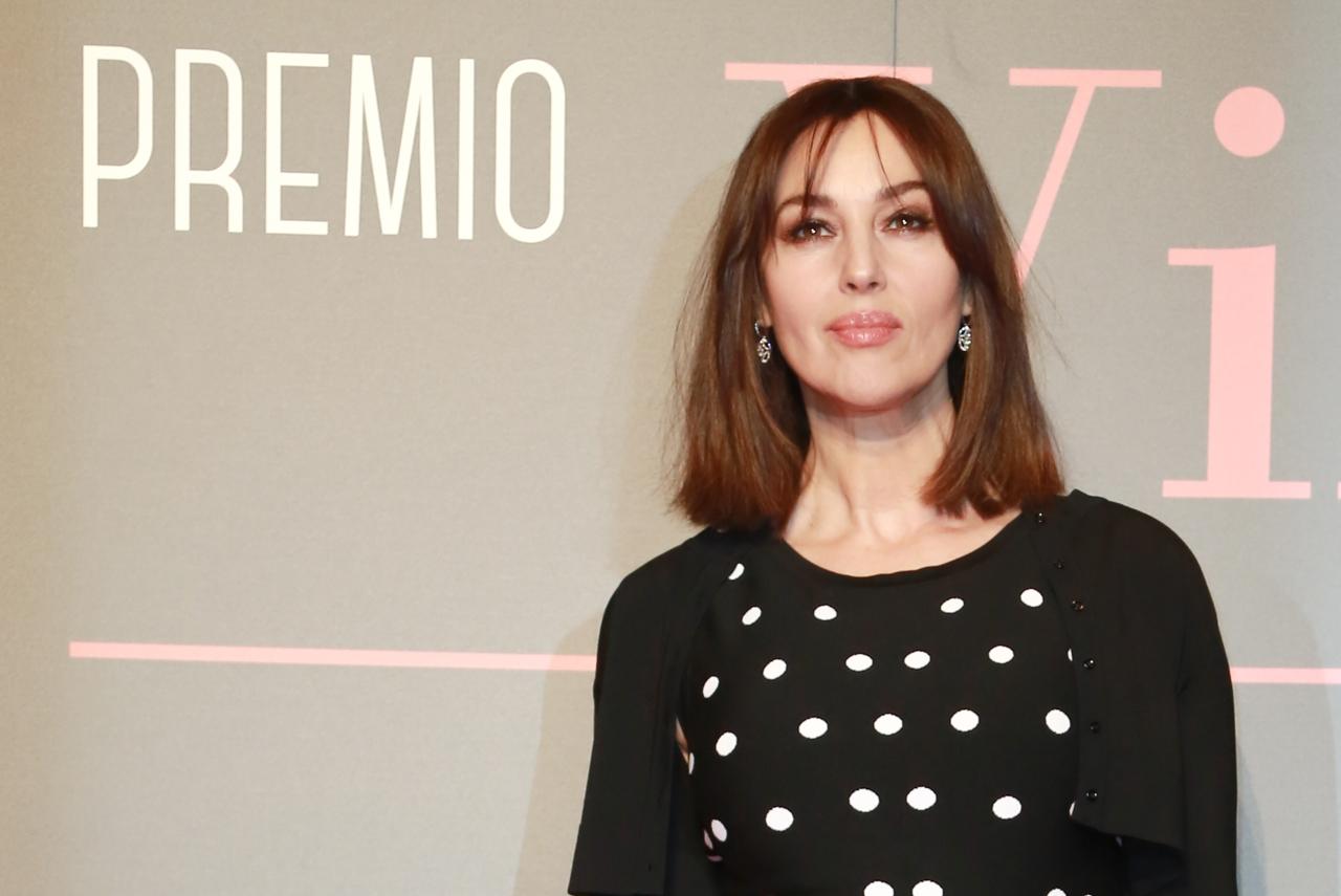 Monica Bellucci, nuovo taglio e capelli ramati premiata a ...