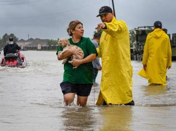 Donna sopravvive all'uragano Harvey ma viene ucciso dal batterio mangiacarne
