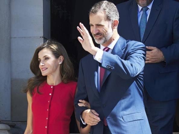 Spagna, il re difende l'unità