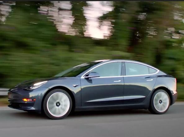 Tesla: prodotte solo 260 Model 3, produzione a rilento?