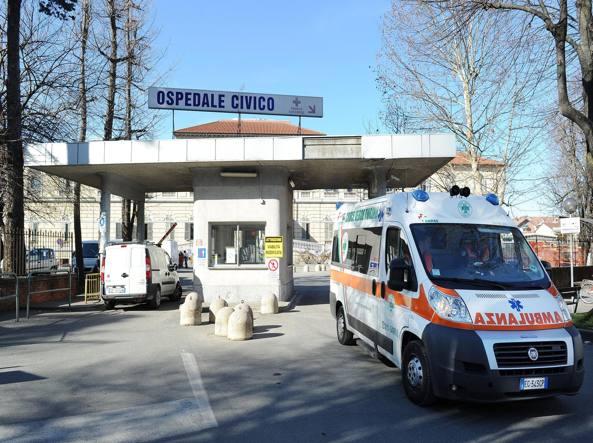 Torino, passanti feriti con maxi aghi sparati da una pistola