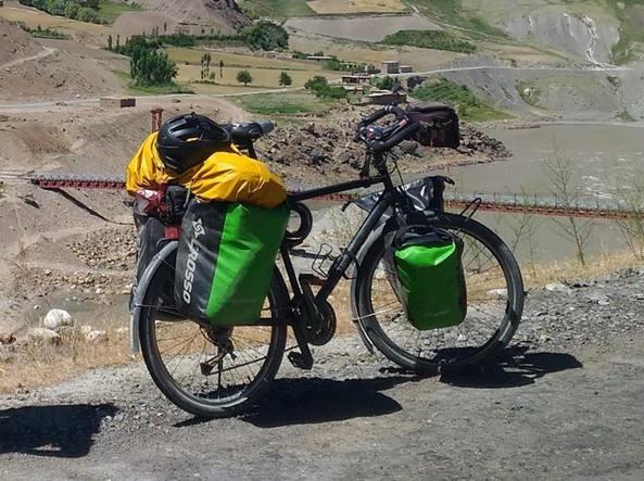 Bici rubata, cittadini fanno una colletta. Ciclista francese: