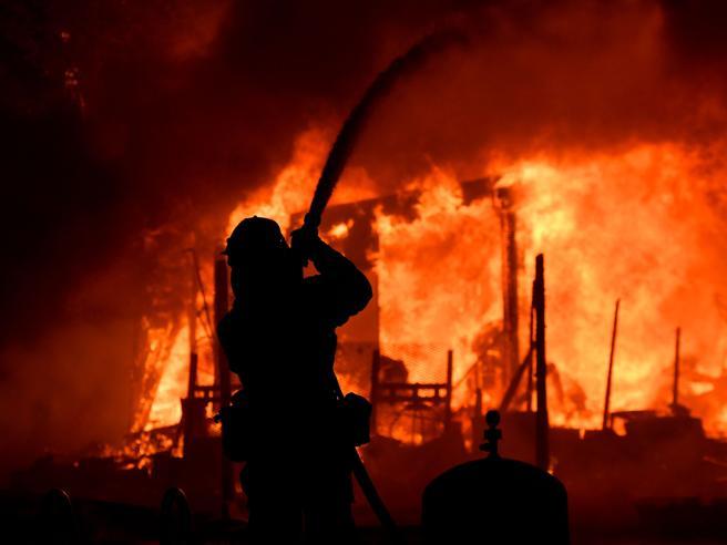 Rogo  California, 670 dispersi e 3.500 edifici distrutti foto|videoPrima e dopo|La fuga in lacrime