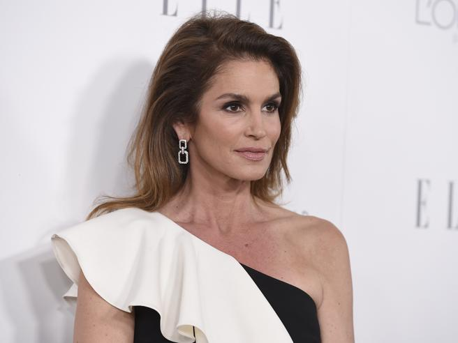 Cindy Crawford in bianco e nero riconquista Hollywood