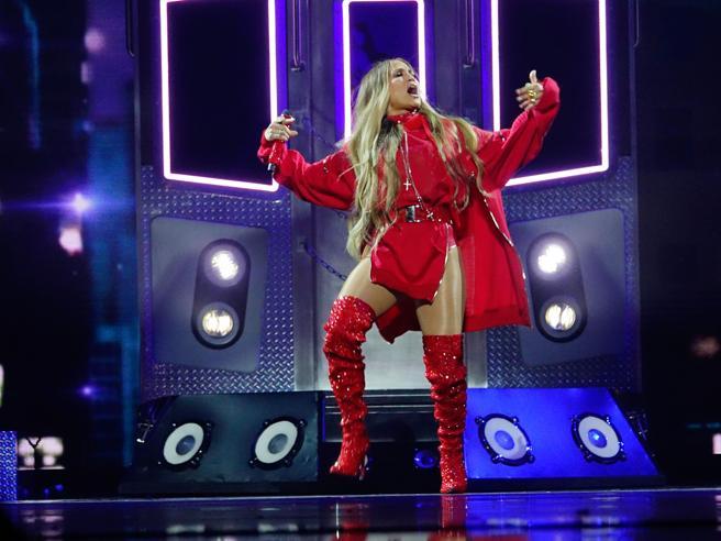 Stivali e body: Jennifer Lopez scatenata a Brooklyn