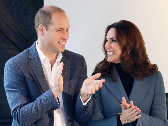 Taglio nuovo e sorrisi: le foto della gravidanza di Kate