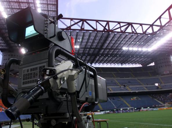 Diritti tv all'estero, De Laurentiis furioso: