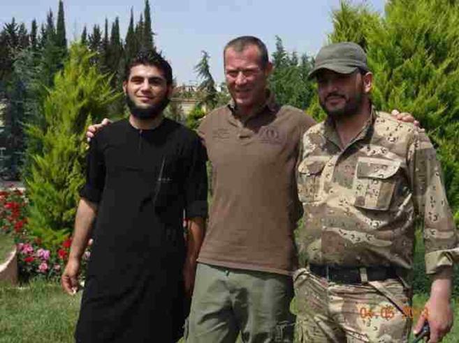 «Così sono riuscito a salvare  mio figlio (e altri ragazzi) dall'Isis»