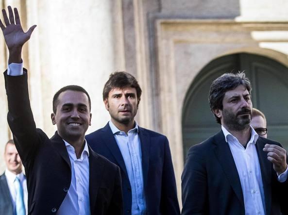 """Di Battista insulta il padre di Renzi: """"fiero di mio padre, c'è chi ha Vittorio e chi ha Tiziano"""""""
