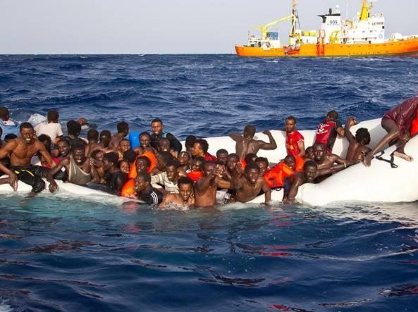 Soccorso a migranti in una