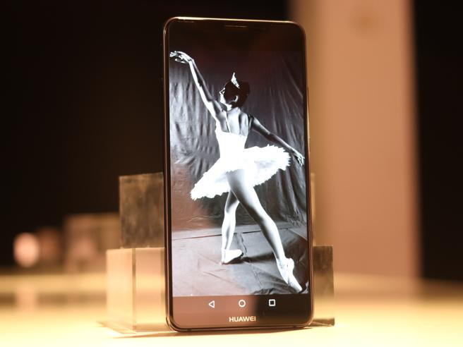 Huawei Mate 10 Pro: l'intelligenza artificiale per battere iPhone e S8