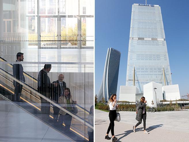 Milano, i primi dipendenti  Allianz  traslocano nel   «Dritto» Le foto
