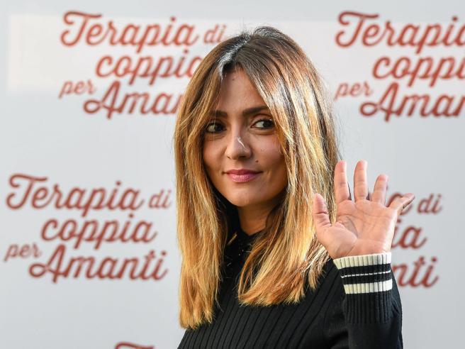 Ambra Angiolini si fa bionda: il nuovo look dell'attrice