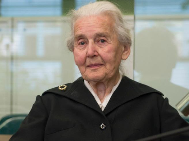 Sei mesi di carcerealla «nonna nazi» che nega l'Olocausto