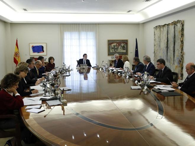 Spagna, Rajoy  commissaria la  Catalogna Il partito di Puigdemont: «È un golpe»