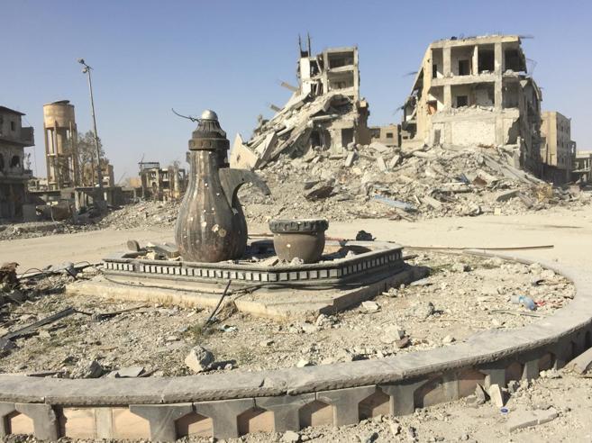 Siria, viaggio nelle strade di Raqqa tra vincitori e macerie|Immagini|Video