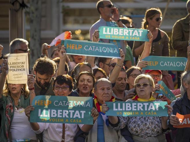 Indipendenza o voto  anticipato? Giovedì la risposta della Catalogna