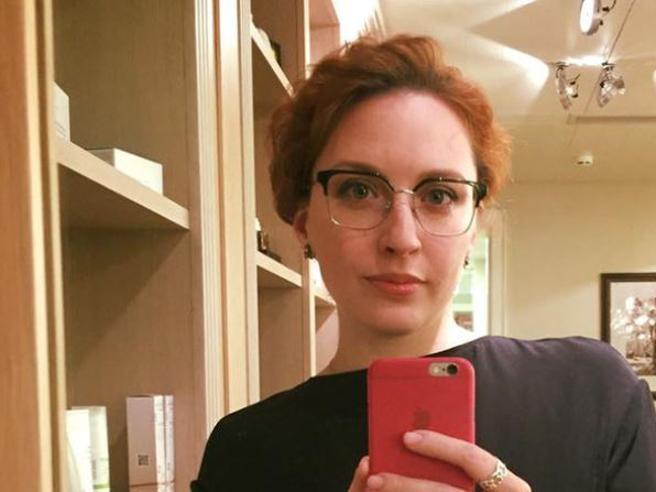 Mosca, giornalista accoltellata in redazione: preso assalitore|Le foto