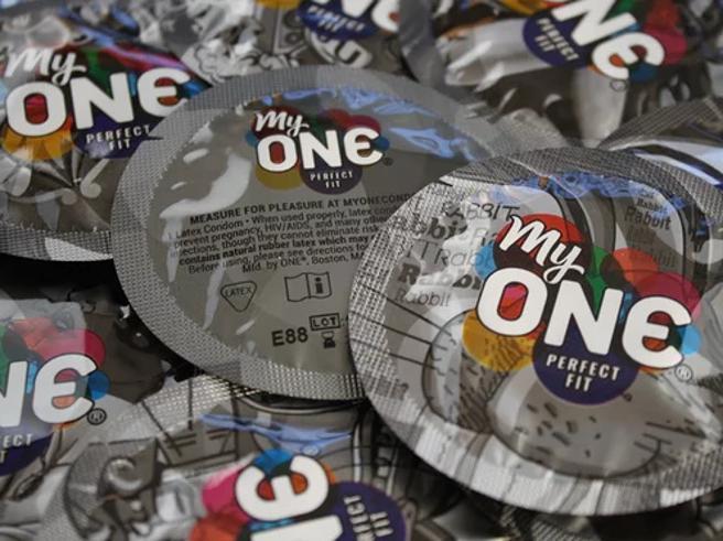 «Non dite che la misura non conta»: arrivano i condom S, M e XL