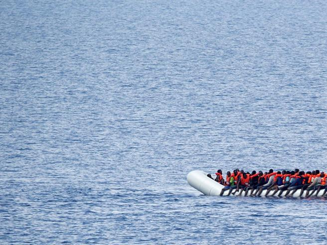 Inchiesta Ong, perquisita a Catania  la nave di «Save the Children»