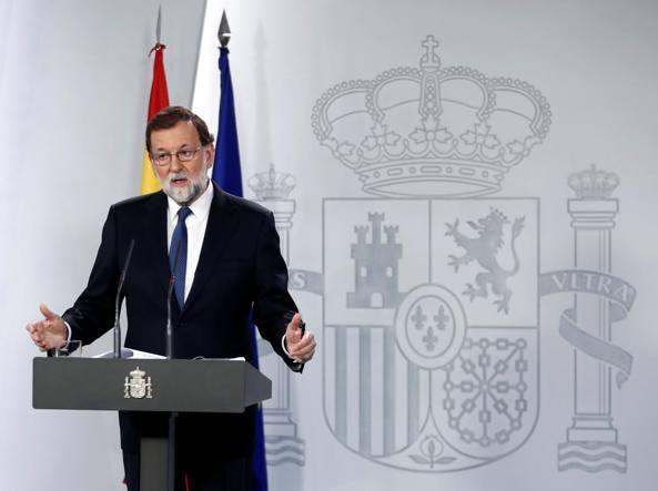 Catalogna, Rajoy assume presidenza. Destituito Puidgemont (che rischia l'arresto)