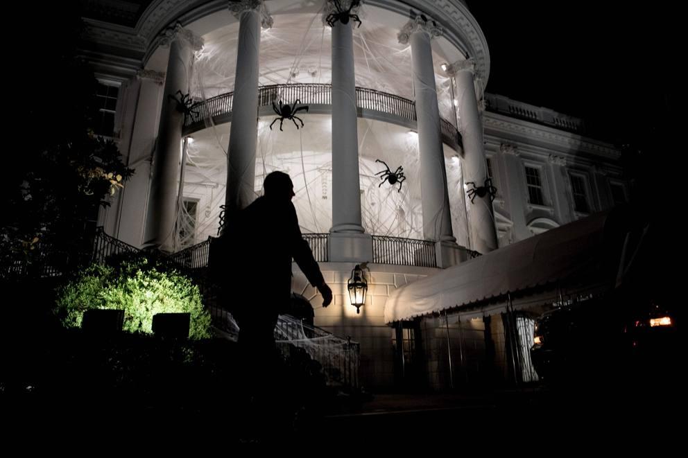Halloween la casa bianca avvolta da ragnatele gigantesche for Corriere della sera casa