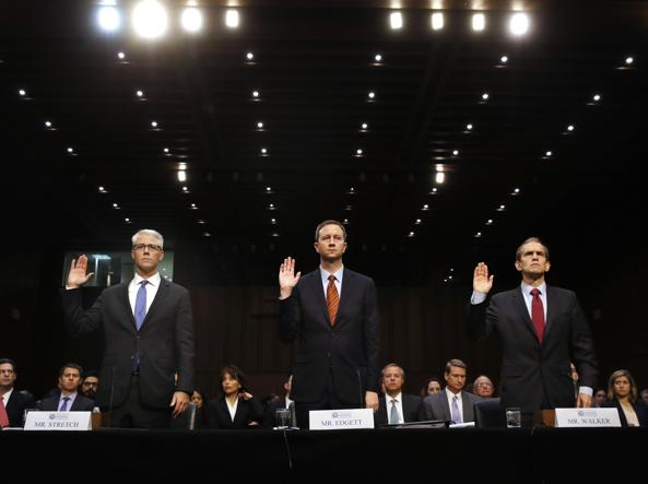 Il general counsel di Facebook Colin Stretch, l'acting general counsel di Twitter Sean Edgett e il law enforcement and information security director di Google Richard Salgado (Ap)