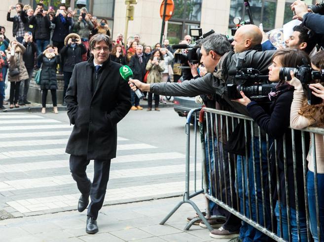 Puigdemont si è  consegnato alla polizia di Bruxelles,ora  la convalida dell'arresto