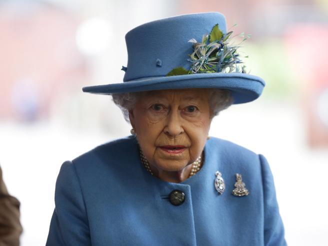 La regina Elisabetta, un ministro di Trump: nuove rivelazioni sui  paradisi fiscali