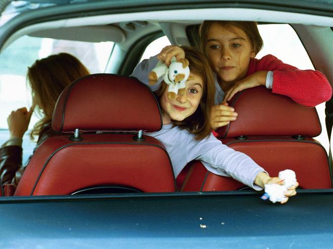 Dai giochi di memoria all'improvvisazione,ecco come intrattenere i bimbi in auto