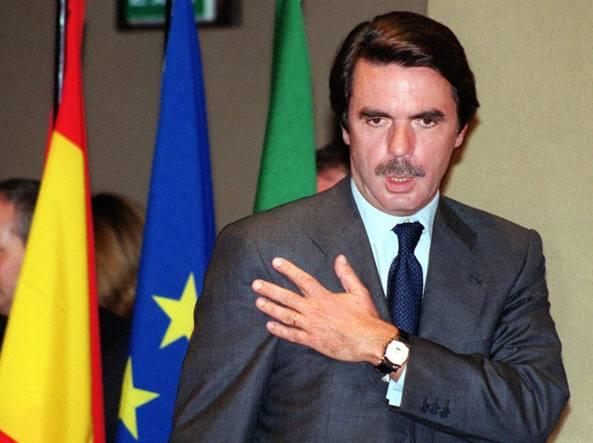 Puigdemont e 4 ex ministri si consegnano alla polizia in Belgio