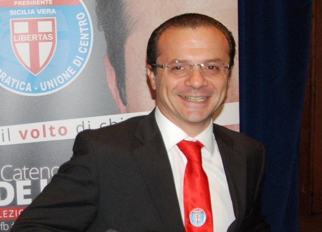 Evasione, arrestato neo eletto De Luca  Di Maio: «Primo impresentabile»  Video