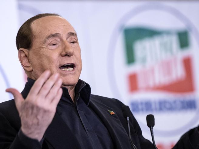 Berlusconi prepara la campagna elettorale: due liste di centrocon Forza Italia