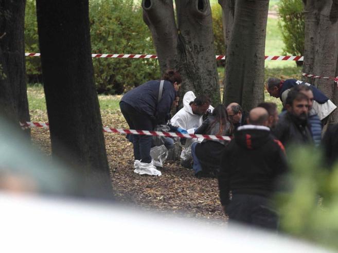 Roma, il killer che uccide con una coltellata al cuore Fermato un giovane evaso