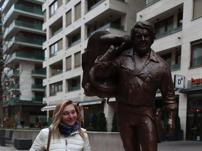 Bud Spencer, a Budapest la prima statua per l'attore (nella stazione della metro di Jovanotti)