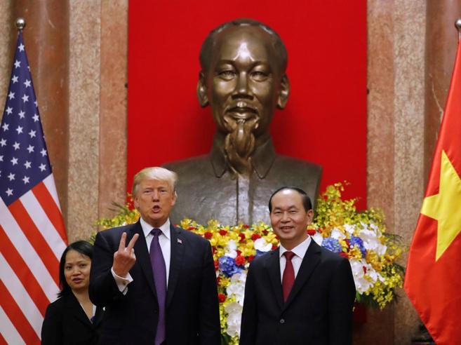Trump: «Perché Kim mi chiama vecchio? Io non lo chiamo basso e grasso»