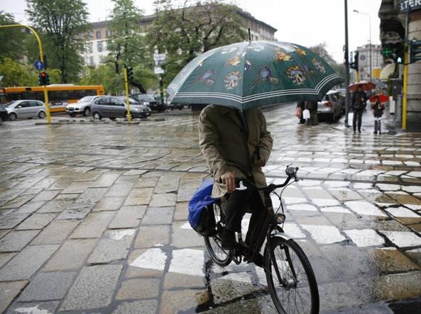 Maltempo: lunedì 13 novembre allerta pioggia in citta e neve in Appennino