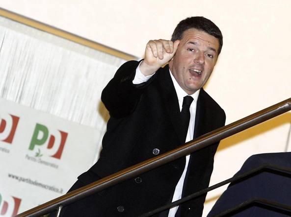 Matteo Renzi arriva alla direzione nazionale del Pd (Ansa)