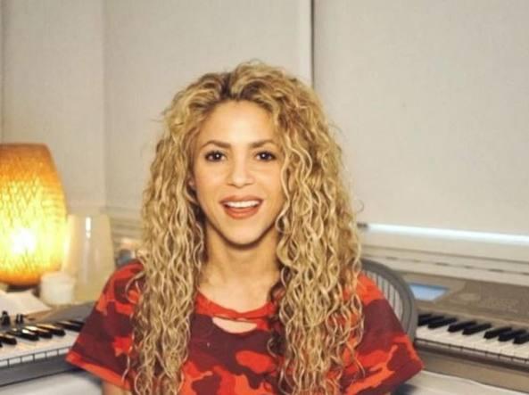Shakira emorragia alle corde vocali posticipato tour for India diva futura