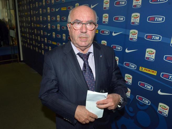 Federcalcio, Tavecchio non si dimetteLa tentazione di Buffon ct|Sì o no? Vota