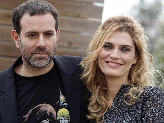 Molestie,  la moglie di Brizzi Claudia Zanella lo difende: «Su di lui solo voci»
