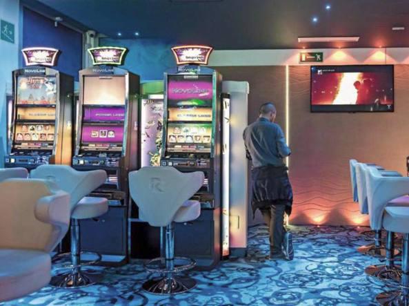 Gioco d'azzardo abusivo: sette arresti. Sequestrati beni per 8,5 milioni